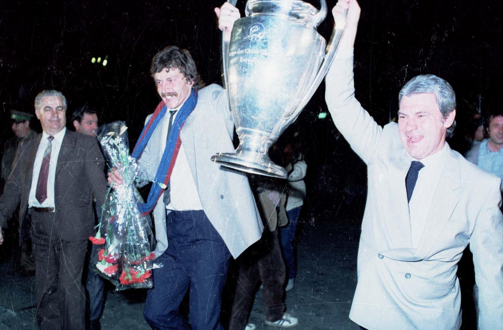 1986, Otopeni - Emeric Ienei and Helmut Duckadam present the UEFA Champions League trophy to the tens of thousands of people welcoming the team at Otopeni Airport.