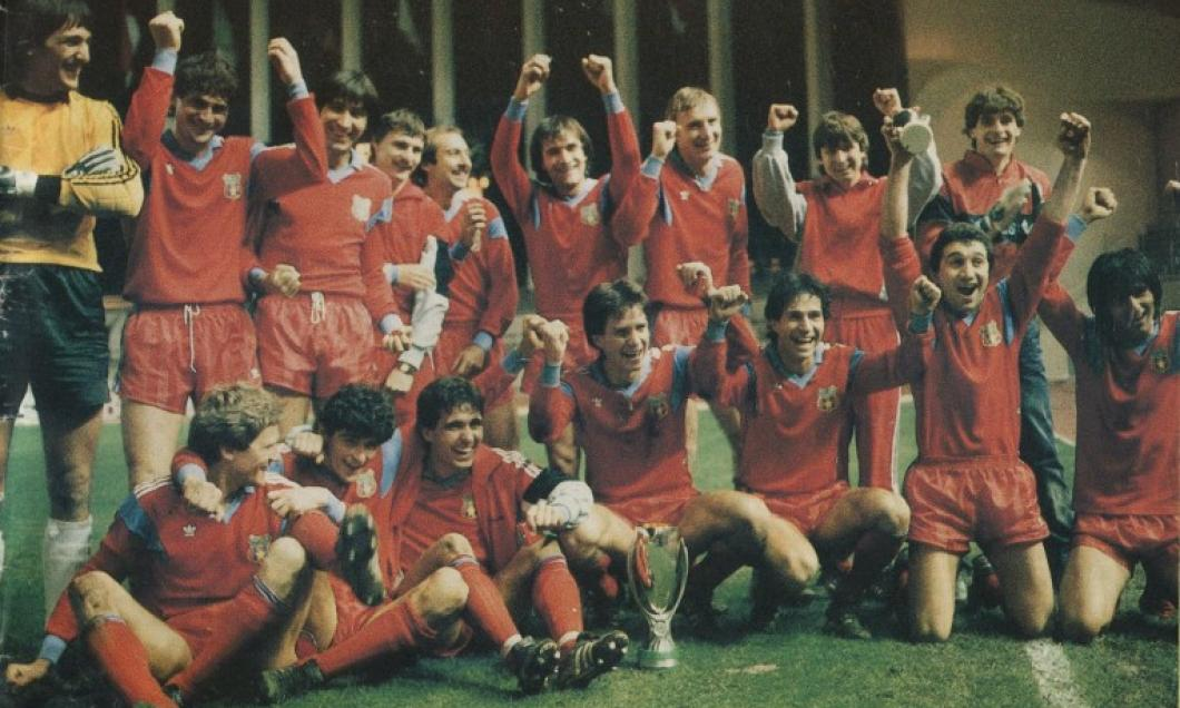 Roș-albaștrii savurează câștigarea celui de-al doilea trofeu continental, Super Cupa Europei, după 1-0 împotriva celor de la Dinamo Kiev (24 februarie 1987 – Louis II, Monaco)