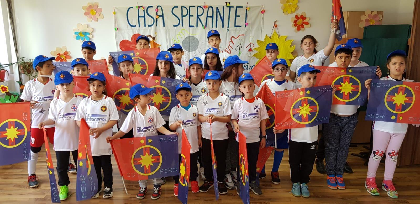 """Copiii de la """"Casa Speranței"""", în vizită la Baza Sportivă FCSB!"""